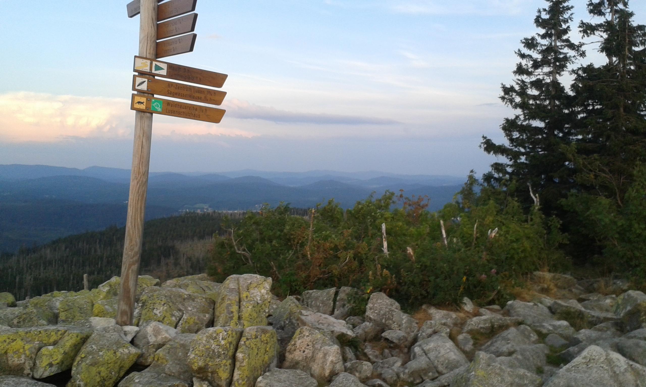 Auf dem Gipfel des Lusen im Bayerischen Wald