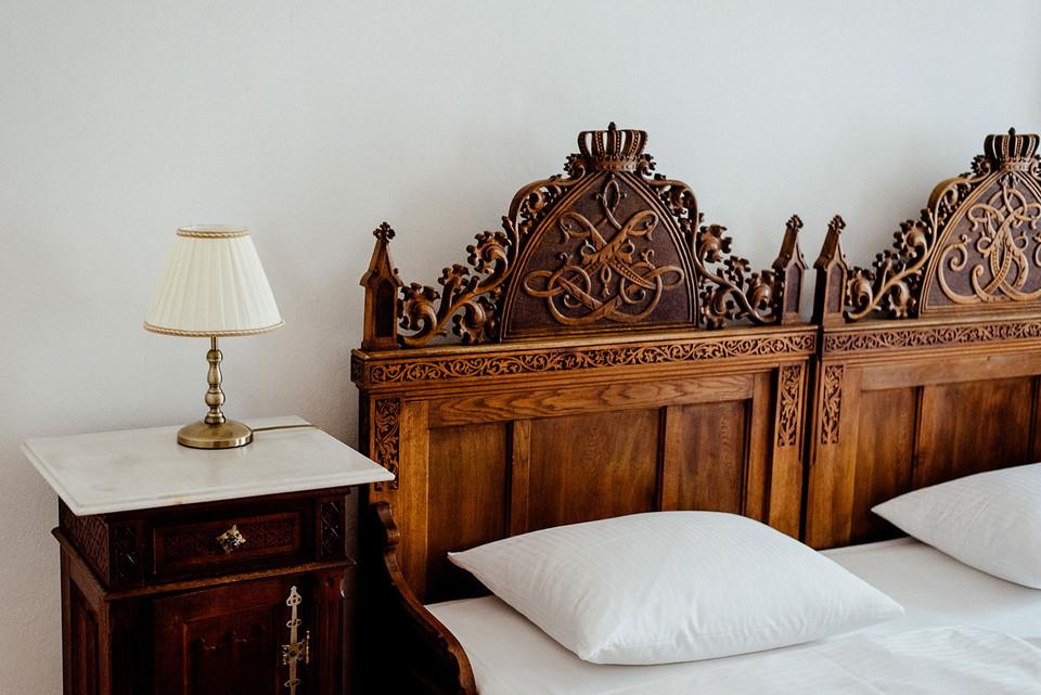 """Im Zimmer 418 des """"Wilden Manns"""" steht heute das Hochzeitsbett von König Ludwig II. und Herzogin Sophie Charlotte."""