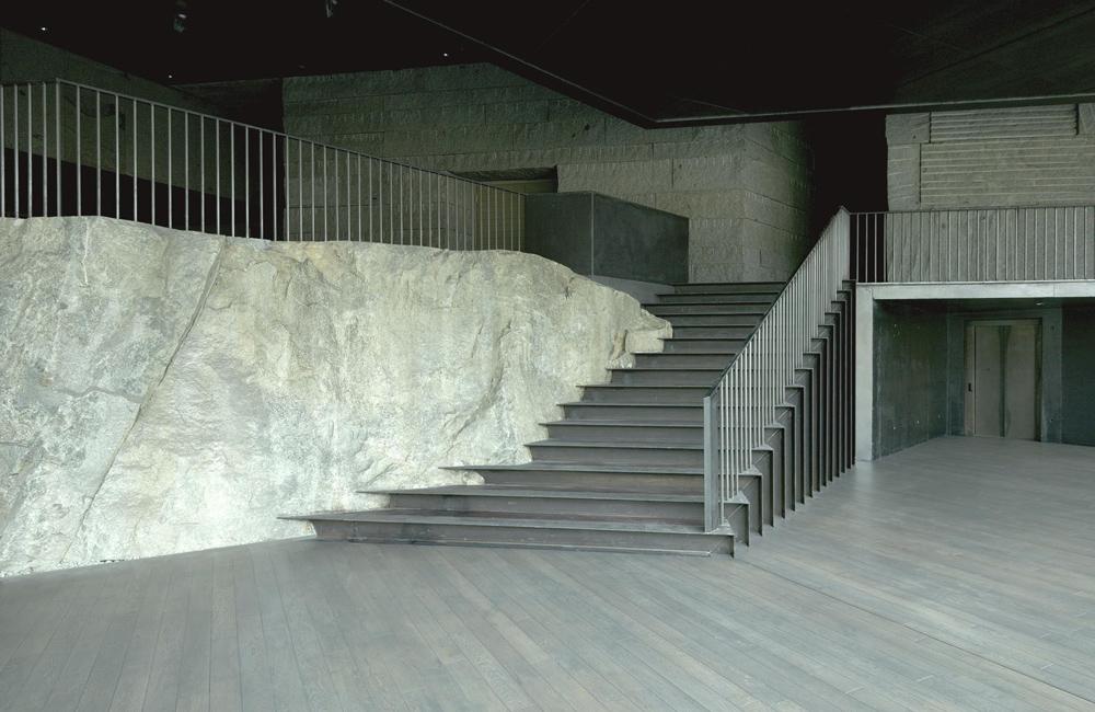 Moderne Architektur verschmilzt mit natürlichen Bausubstanzen