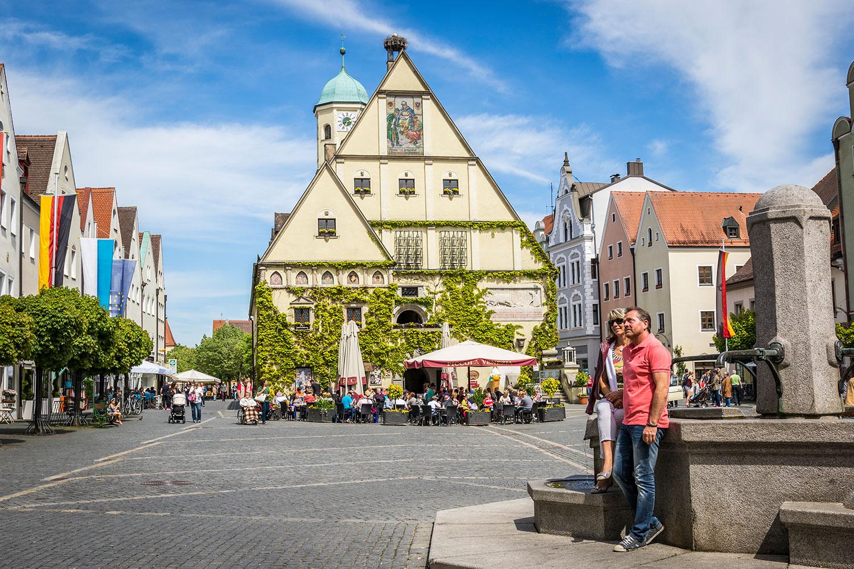 Das Herz des historischen Zentrums: das Alte Rathaus in Weiden.