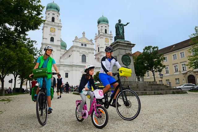 Rad vor Passauer Dom