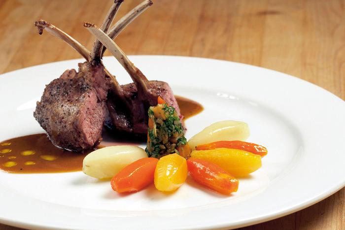 Juradistellamm und Altmühltaler Lamm werden in den Gasthäusern des Bayerischen Jura hervorragend zubereitet.
