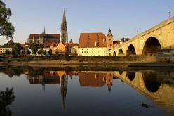 Blick über die Donau auf die UNESCO Welterbestadt Regensburg