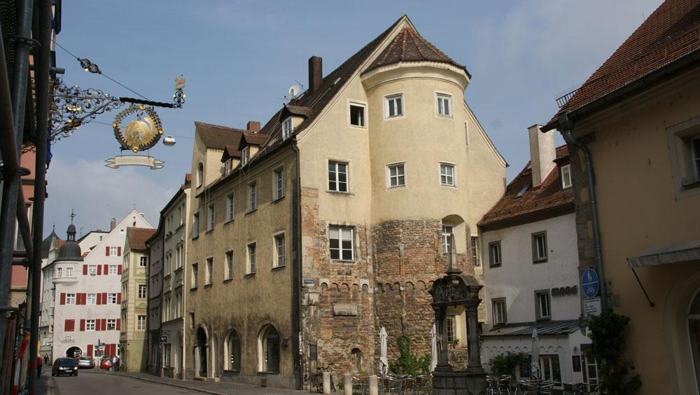 Das Hotel David befindet sich in einem Gebäude aus dem 12. Jahrhundert