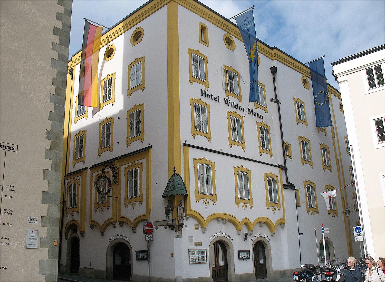 Die historischen Gebäude des Hotels Wilder Mann in Passau stammen aus der Zeit der Gotik und des Barock.