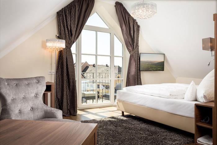 Exklusiv schlafen in der Michael Höttl-Suite im Hotel Höttl in Deggendorf