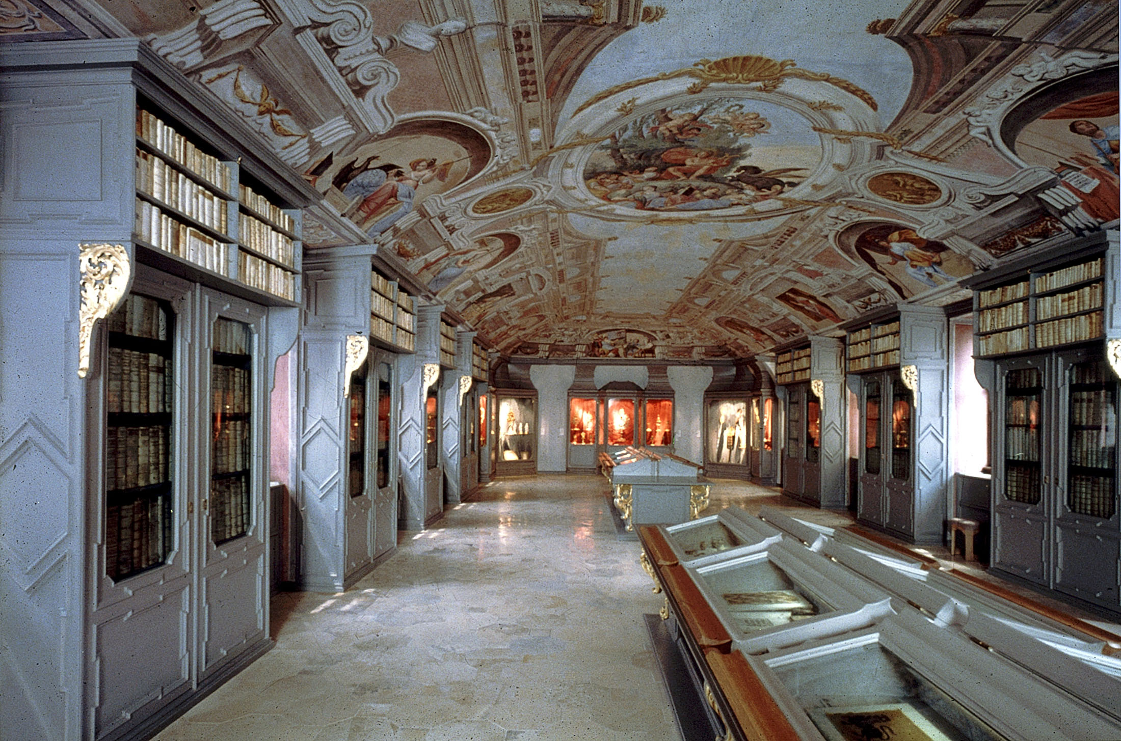 The Museum at the Passau Cathedral is situated in the Residence building and displays masterpieces of art ranging from the Romanesque period up to the present.