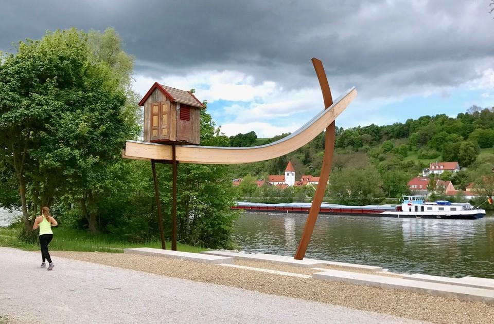 Kunstwerk am nördlichsten Punkt der Donau