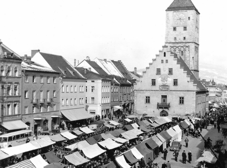 Blick auf das Marktgeschehen in Deggendorf (Archivbild)