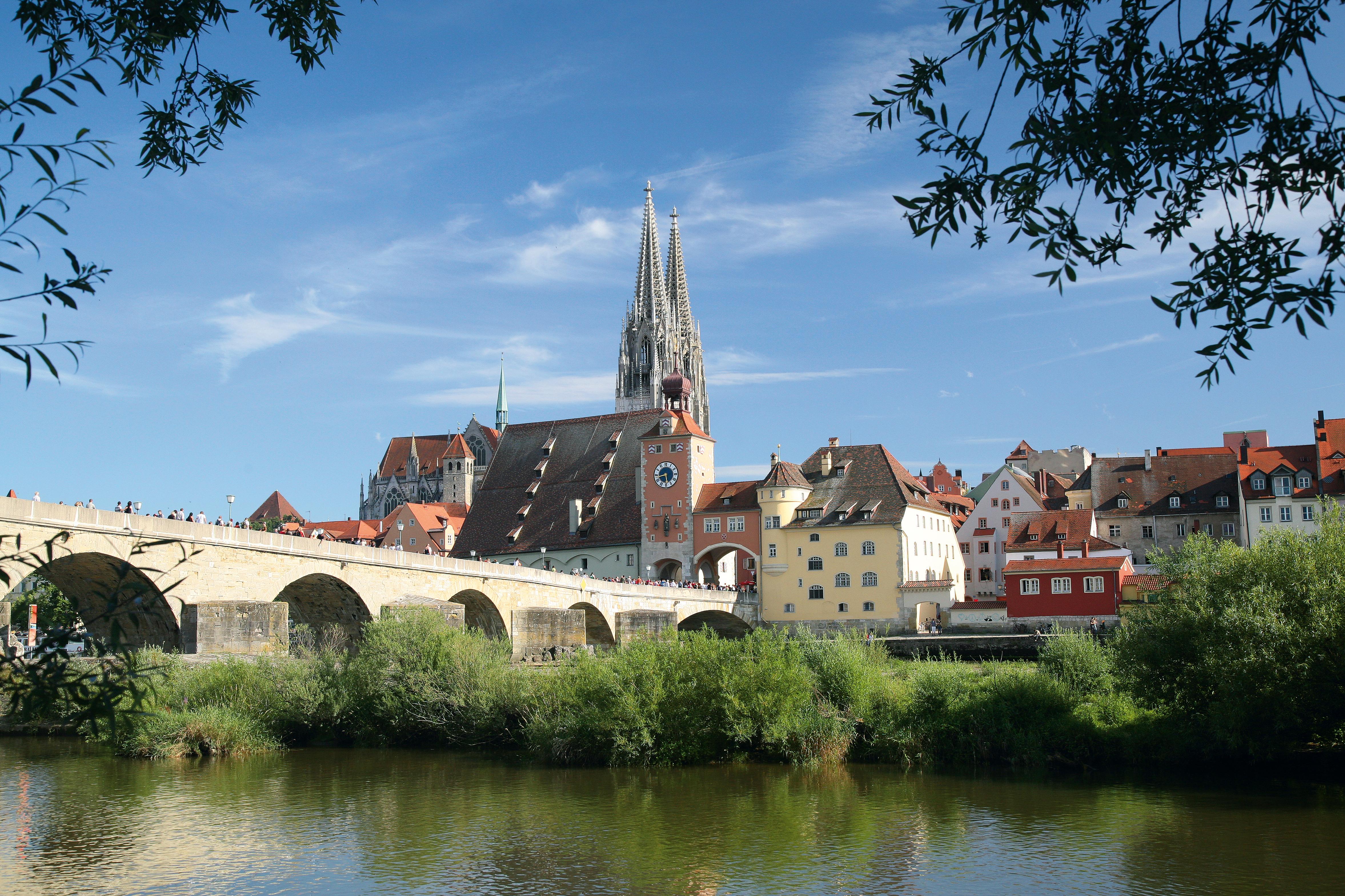 Blick von der Jahninsel auf die Altstadt von Regensburg