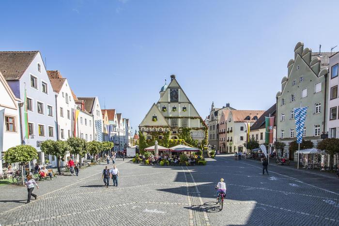 Das Alte Rathaus mit Glockenspiel am Marktplatz in Weiden