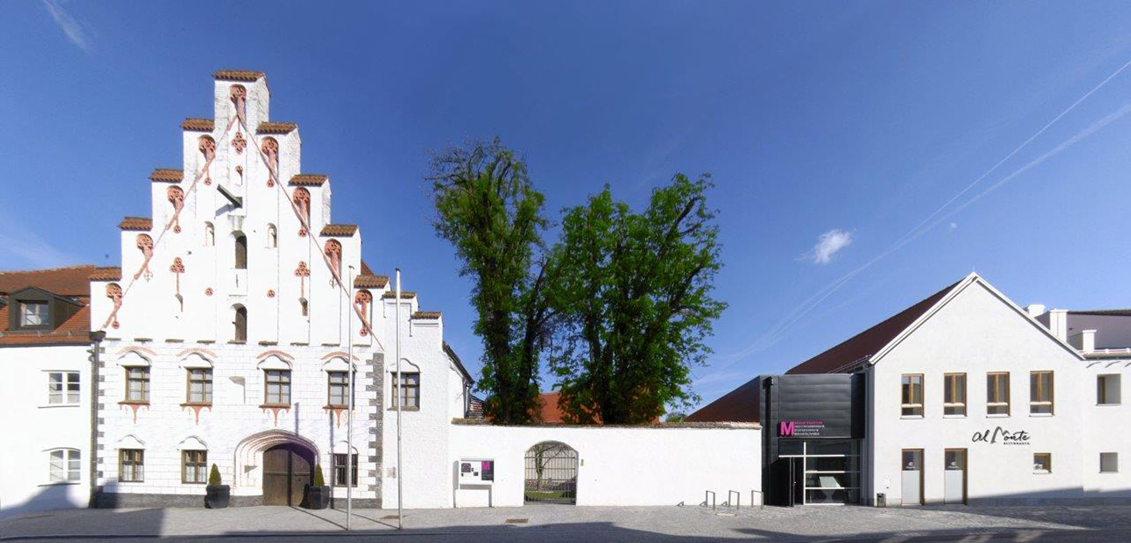 In a closed, medieval complex of buildings and the historical city wall with city tower, the extraordinary history of Dingolfing is mediated from the beginnings to the present time in one museum - Museum Dingolfing     • Archaeology,  • the local and • industrial history     in one museum and a museum store perfecting the area