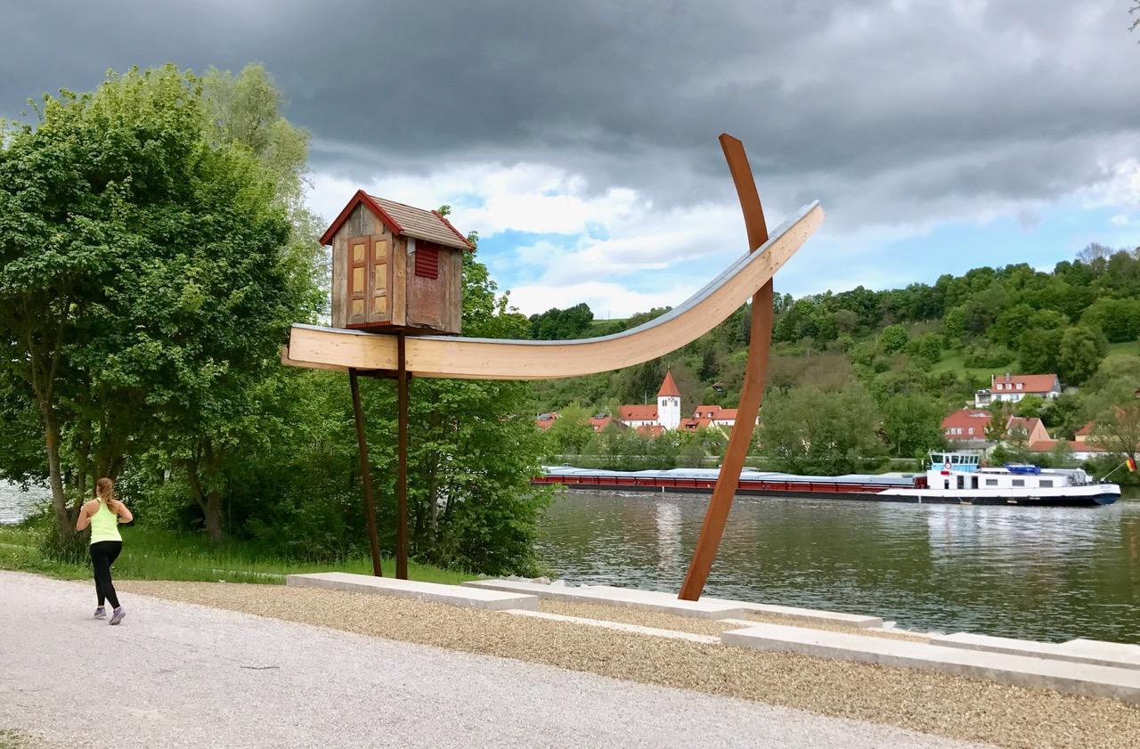 Kunstwerk am nördlichsten Punkt der Donau in Regensburg