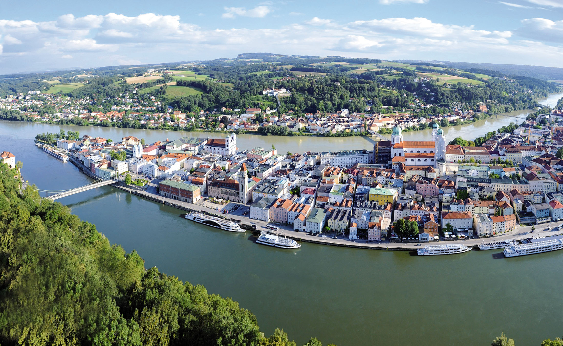 Three rivers from three directions meet at the so-called Dreiflüsseeck: Danube, Inn and Ilz offer an impressive natural spectacle here.