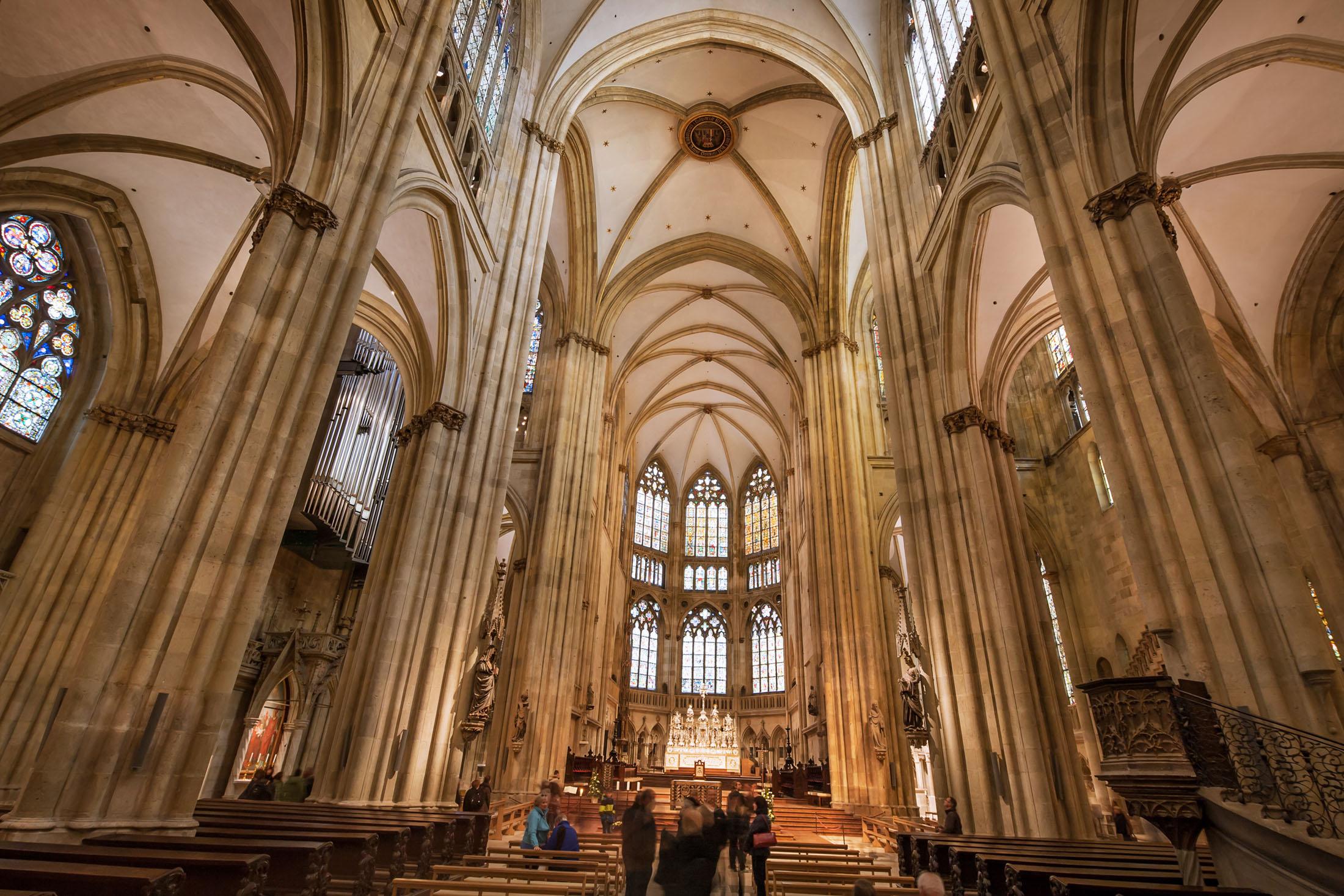 St. Peter's Cathedral is a Gothic Cathedral in Bavaria. - Der Dom St. Peter ist eine bedeutende gotische Kathedrale in Deutschland.