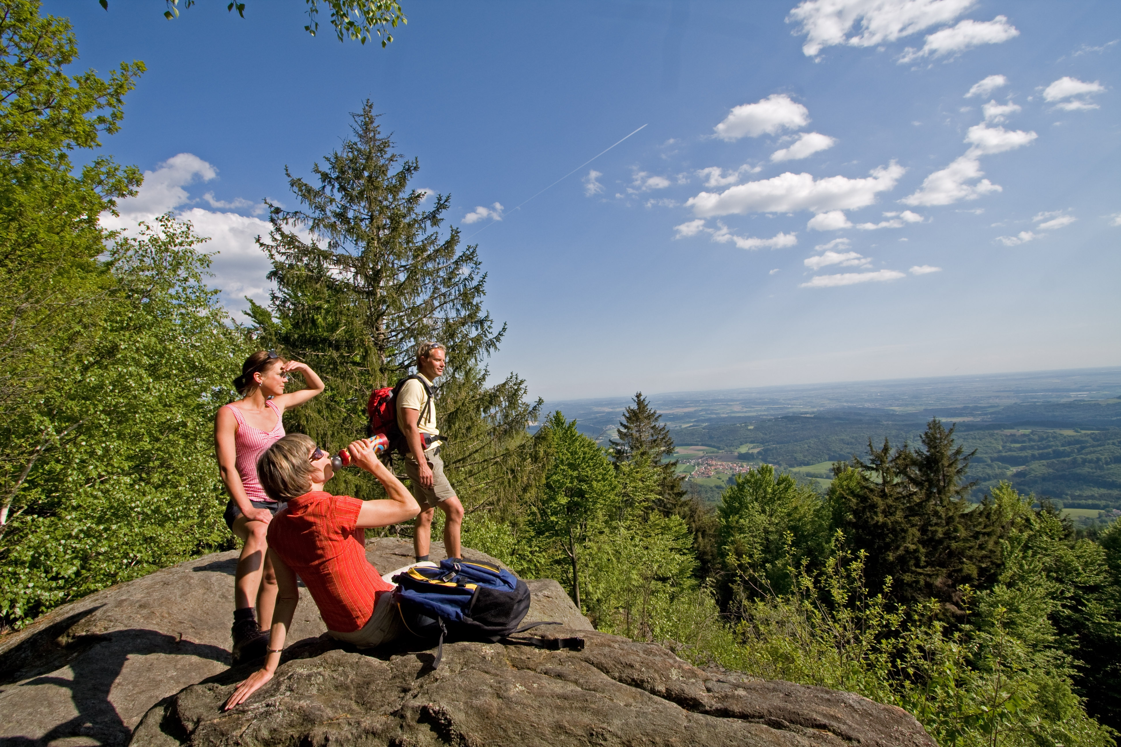 Bei Deggendorf kann man in der schönen Natur des Bayerischen Waldes traumhafte Wandertouren unternehmen