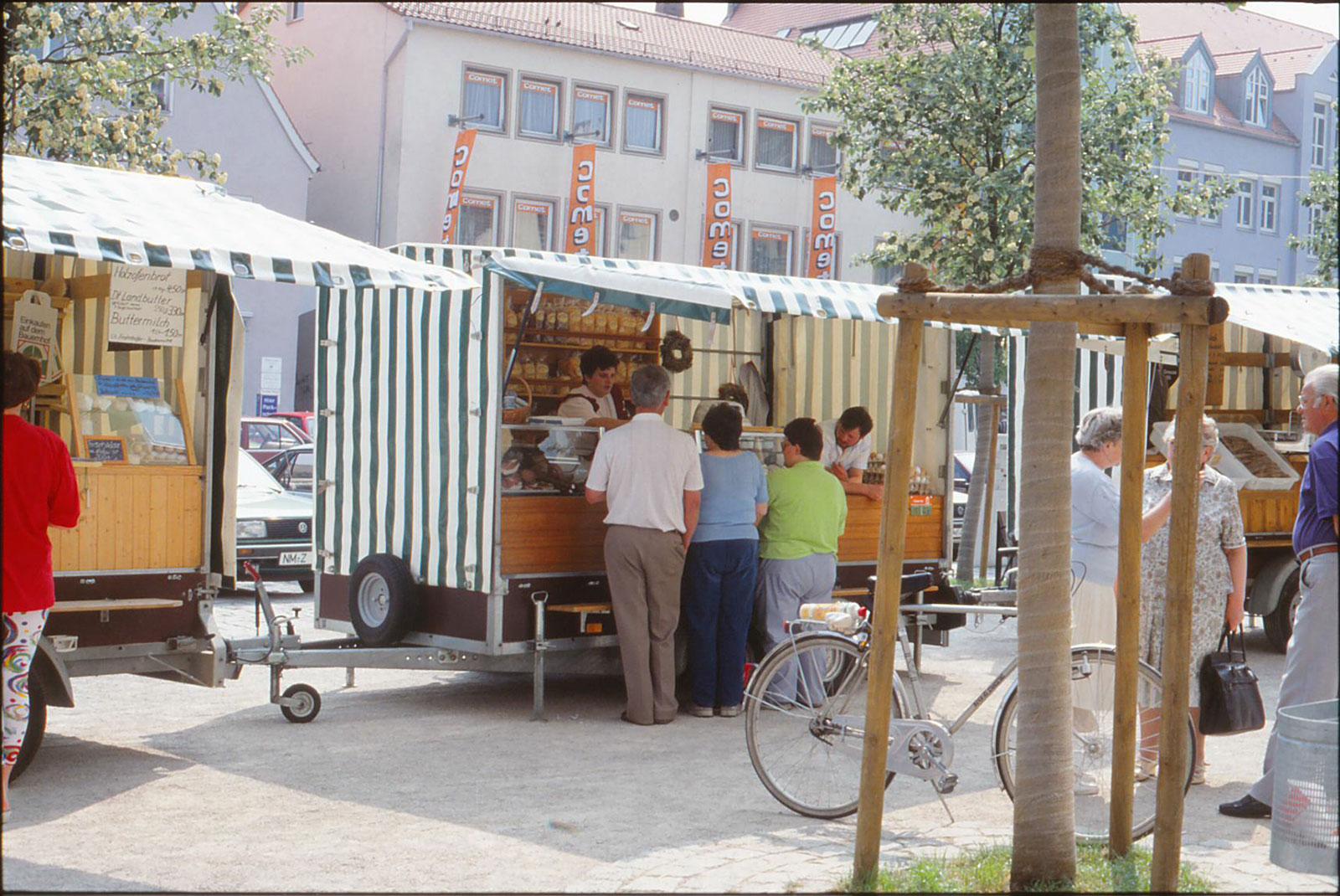 Buntes Treiben am Marktplatz in Neumarkt