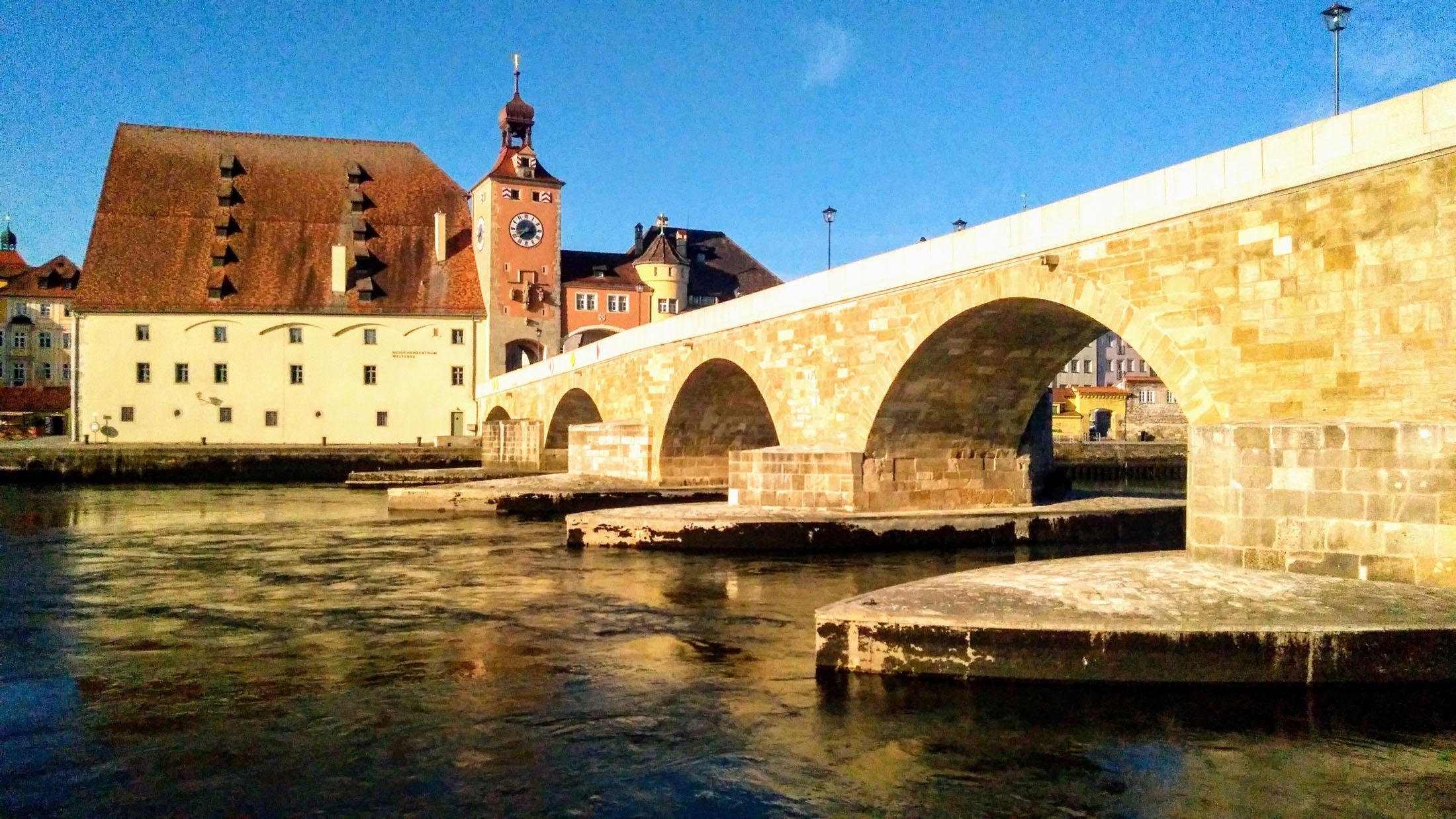 The Stone Bridge is a wonder of the world. - Die Steinerne Brücke ist ein wichtiges Wahrzeichen von Regensburg.