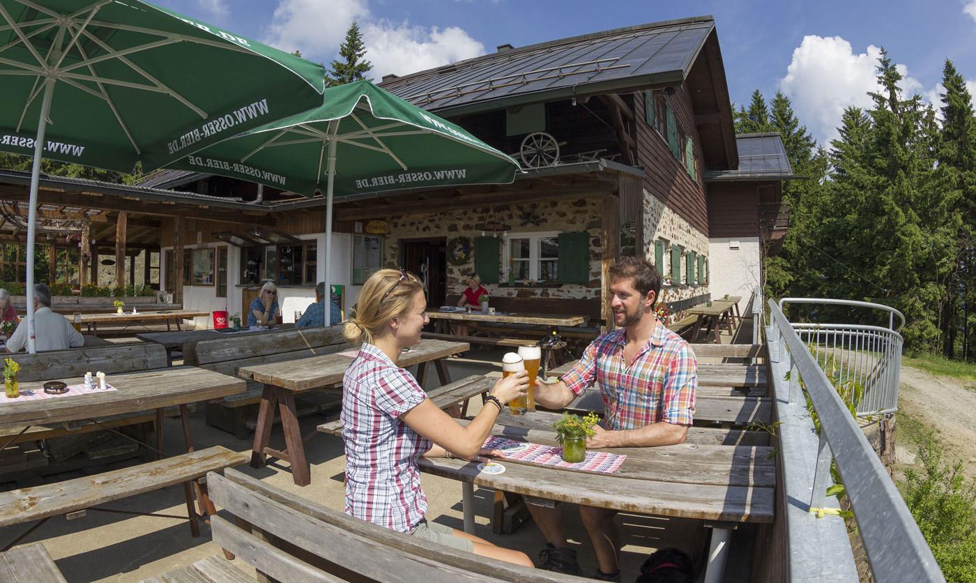 Einkehr am Kaitersberg in der Kötztinger Hütte