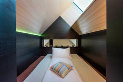 Platz zum Träumen in der separaten Schlafkoje im Haus am Feld