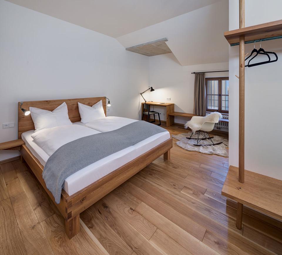 Stilvoll eingerichtetes Zimmer im Hotel Röhrl