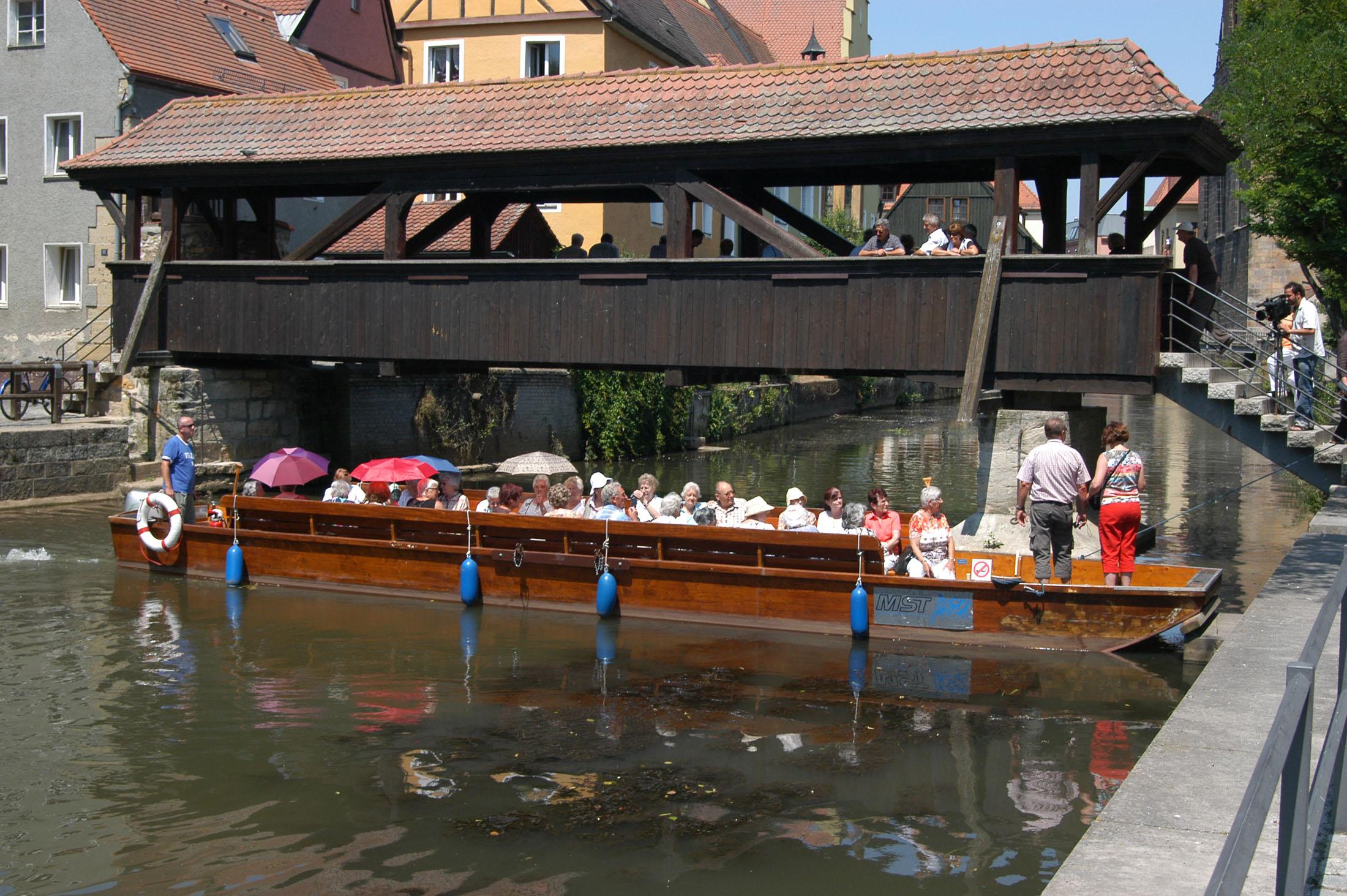 Enjoy a flat boat ride on the Vils, the earlier lifeline of Amberg in ancient days - Pättenfahrt auf der Vils