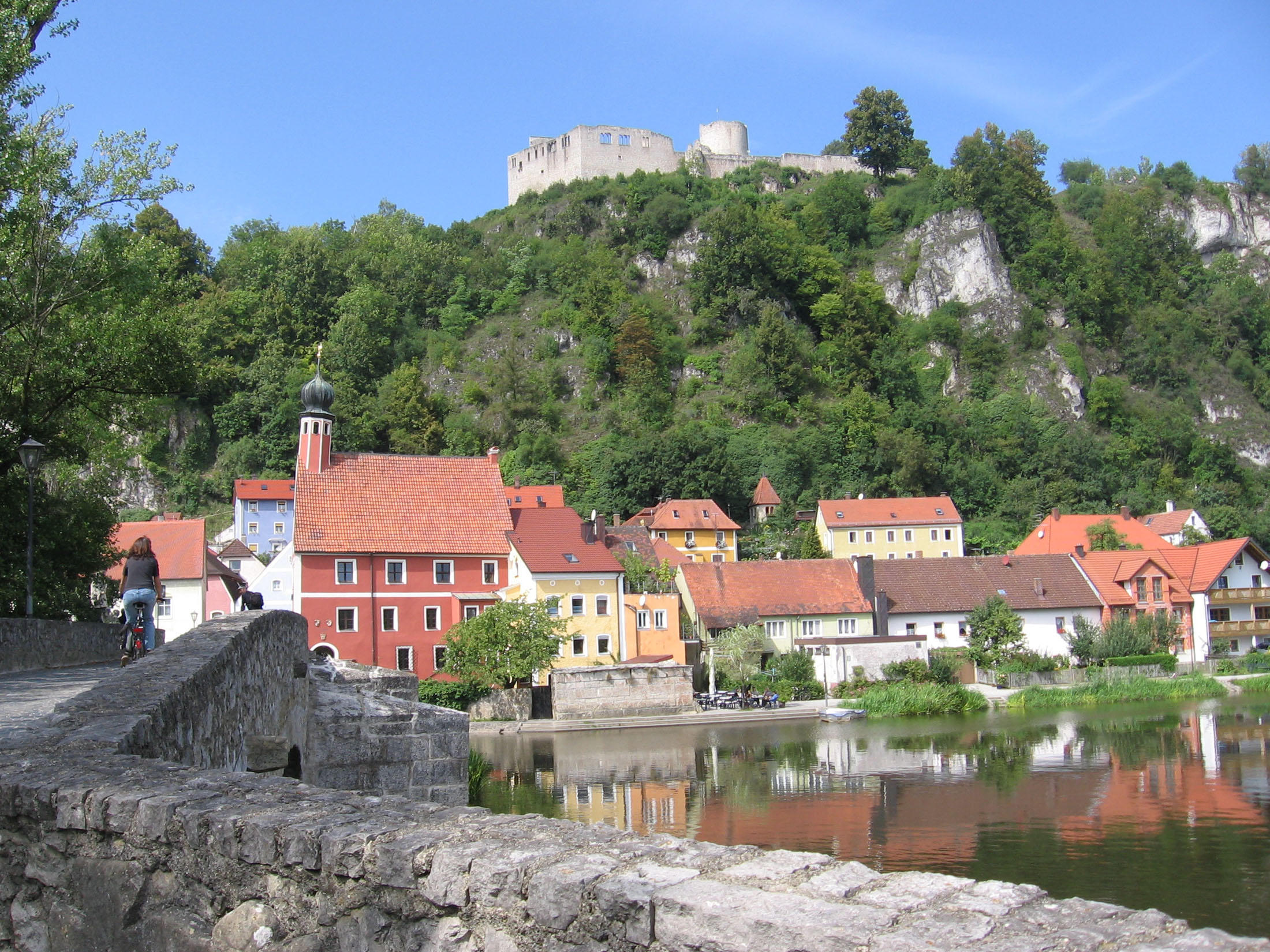 Kallmünz is situated at the confluence of the Naab and the Vils.