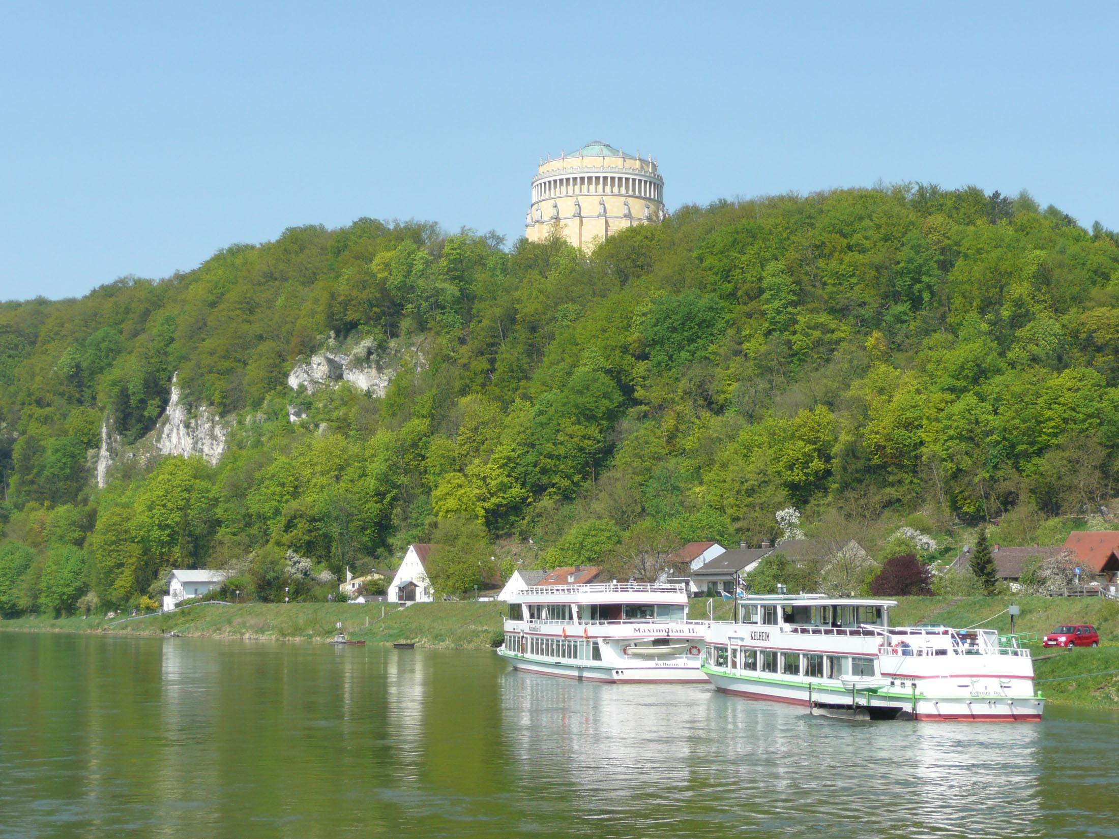 Boat trip with view to the Liberation Hall - Schifffahrt mit Blick auf die Befreiungshalle Kelheim
