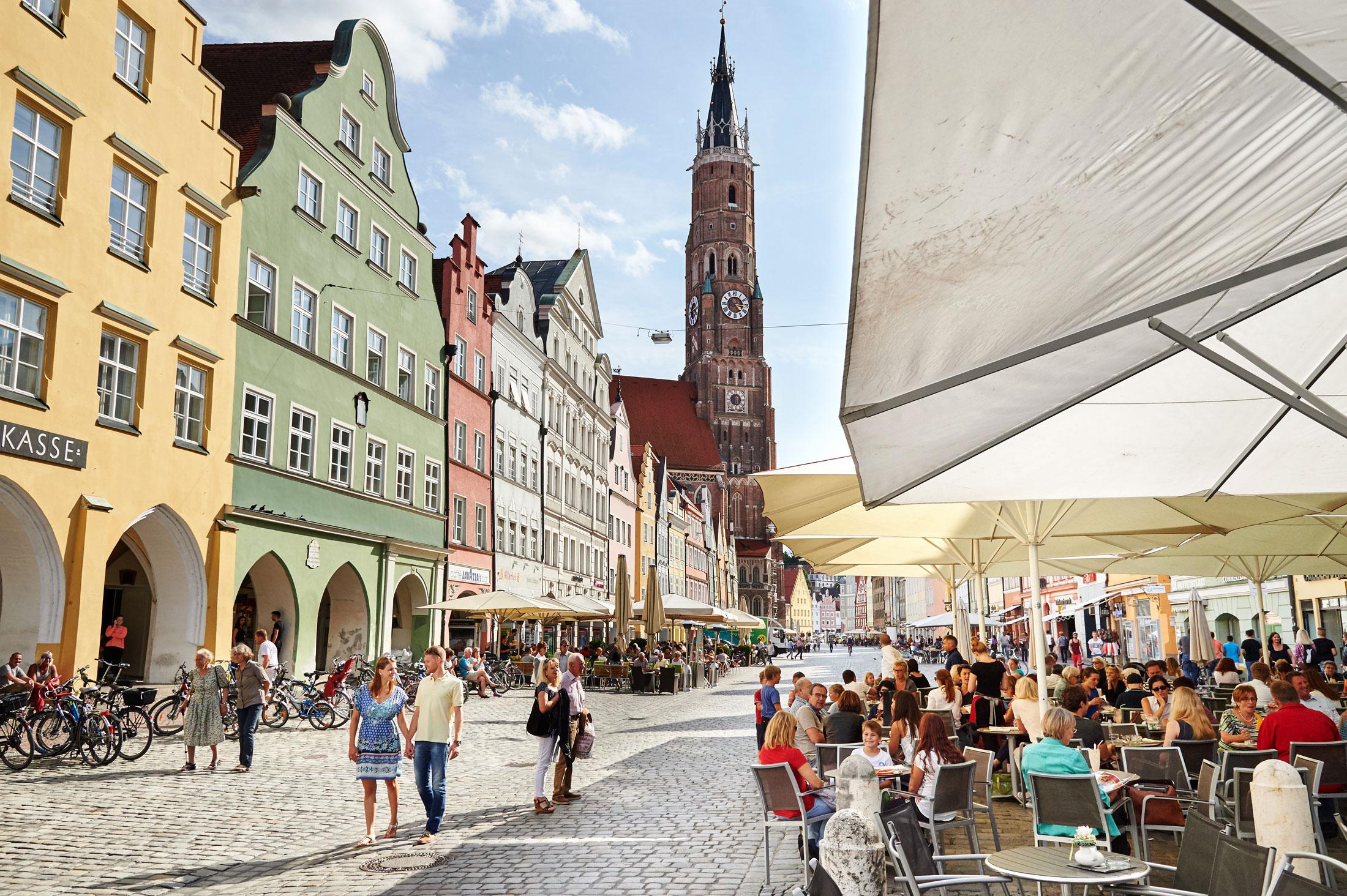 Die zauberhafte Landshuter Altstadt lädt zum Bummeln und Flanieren in einzigartiger Kulisse ein.