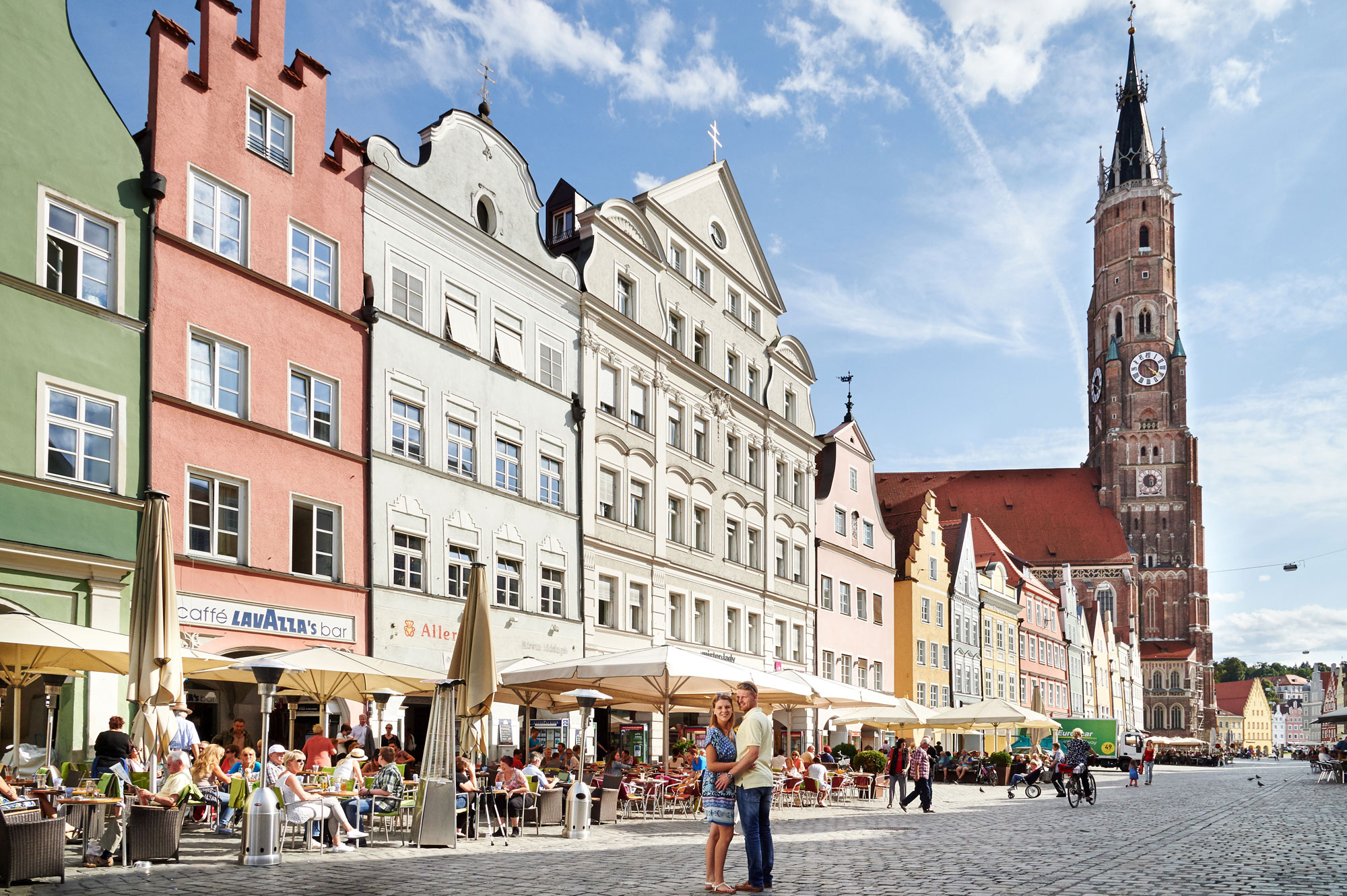The ducal town of Landshut emphasises its Mediterranean character with lots of fl air and charm, priding itself on being both lively and romantic for shopping and culture lovers alike.