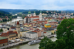 Blick auf die Altstadt von Passau mit Inn und Donau