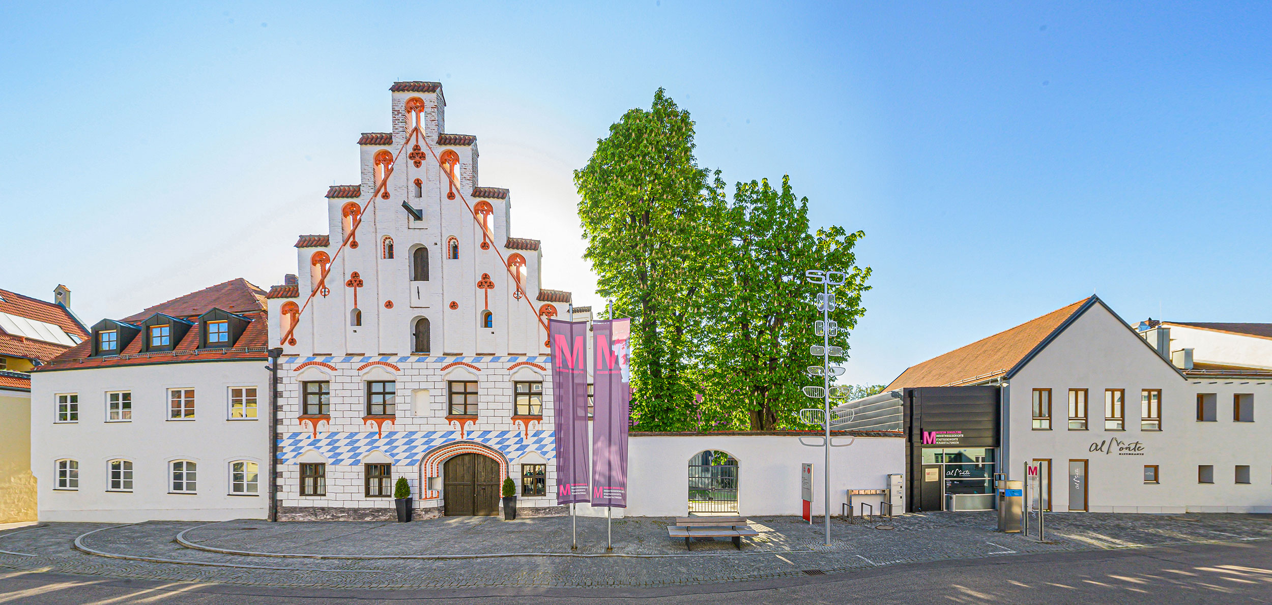 Die Herzogsburg ist ein beeindruckendes spätgotisches Baudenkmal in der Oberen Stadt.