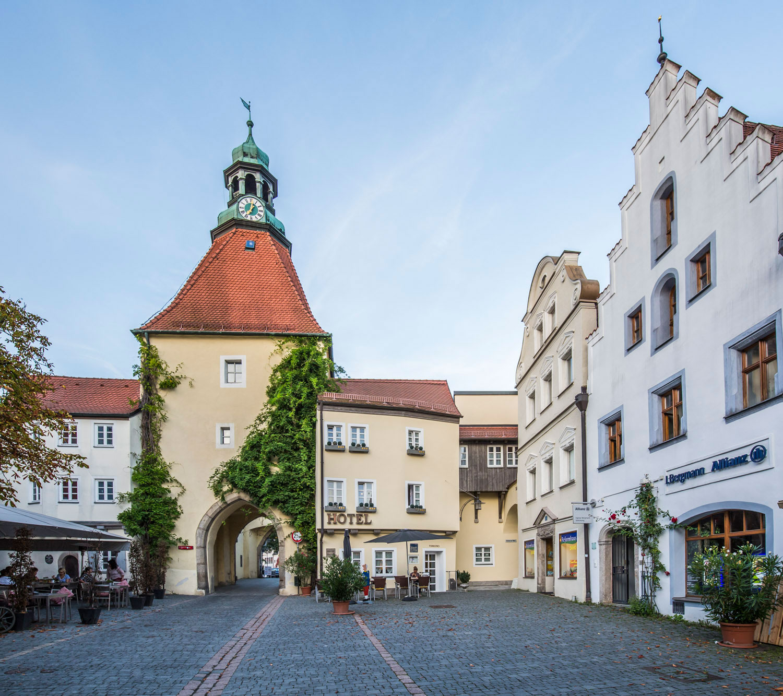 """Das """"Klassik Hotel am Tor"""" am historischen Marktplatz in Weiden in der Oberpfalz."""