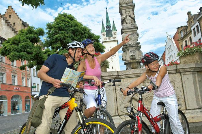Radfahrer am Ludwigsplatz in Straubing
