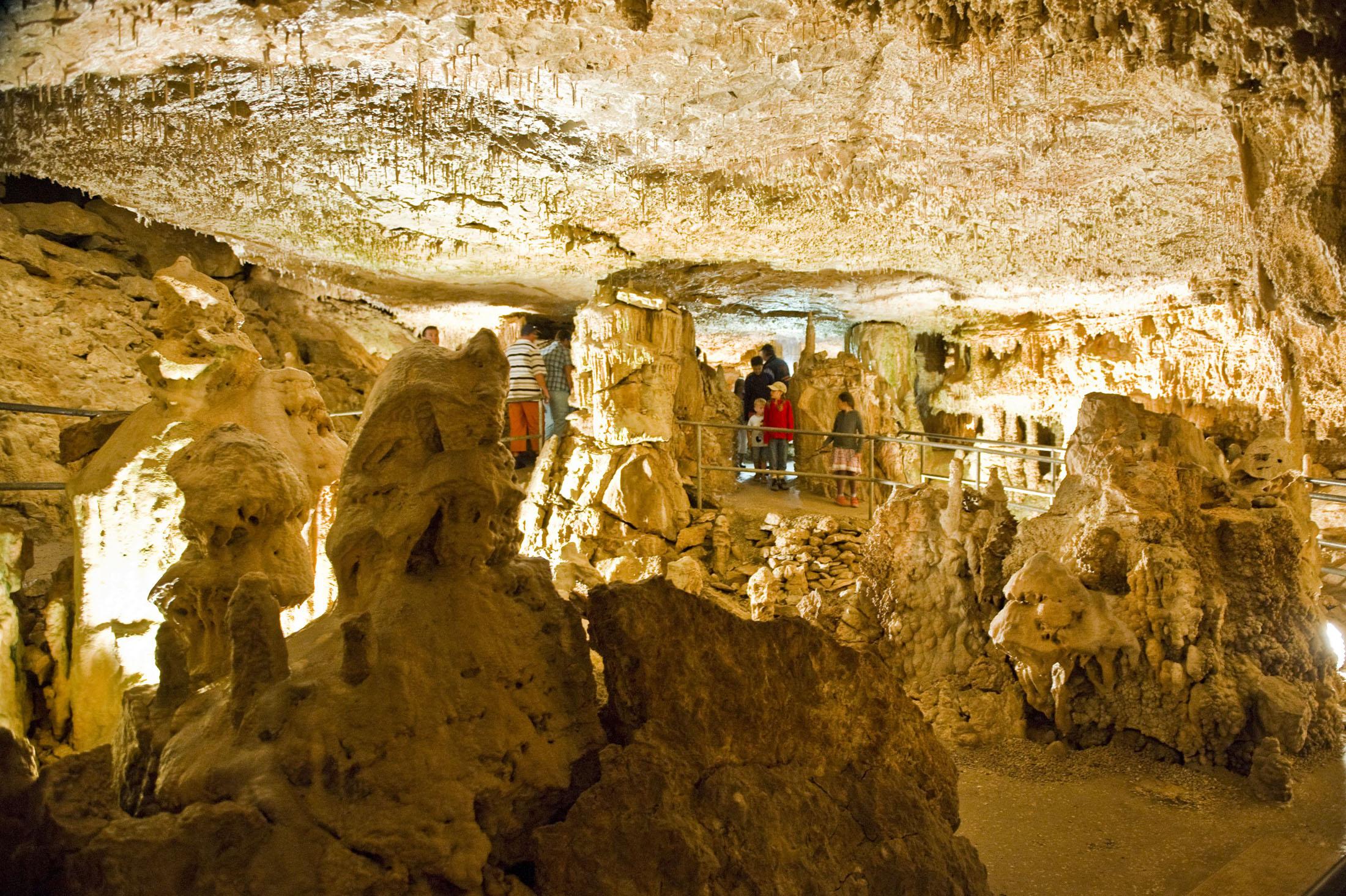 Limestone caves - Tropfsteinhöhle Velburg