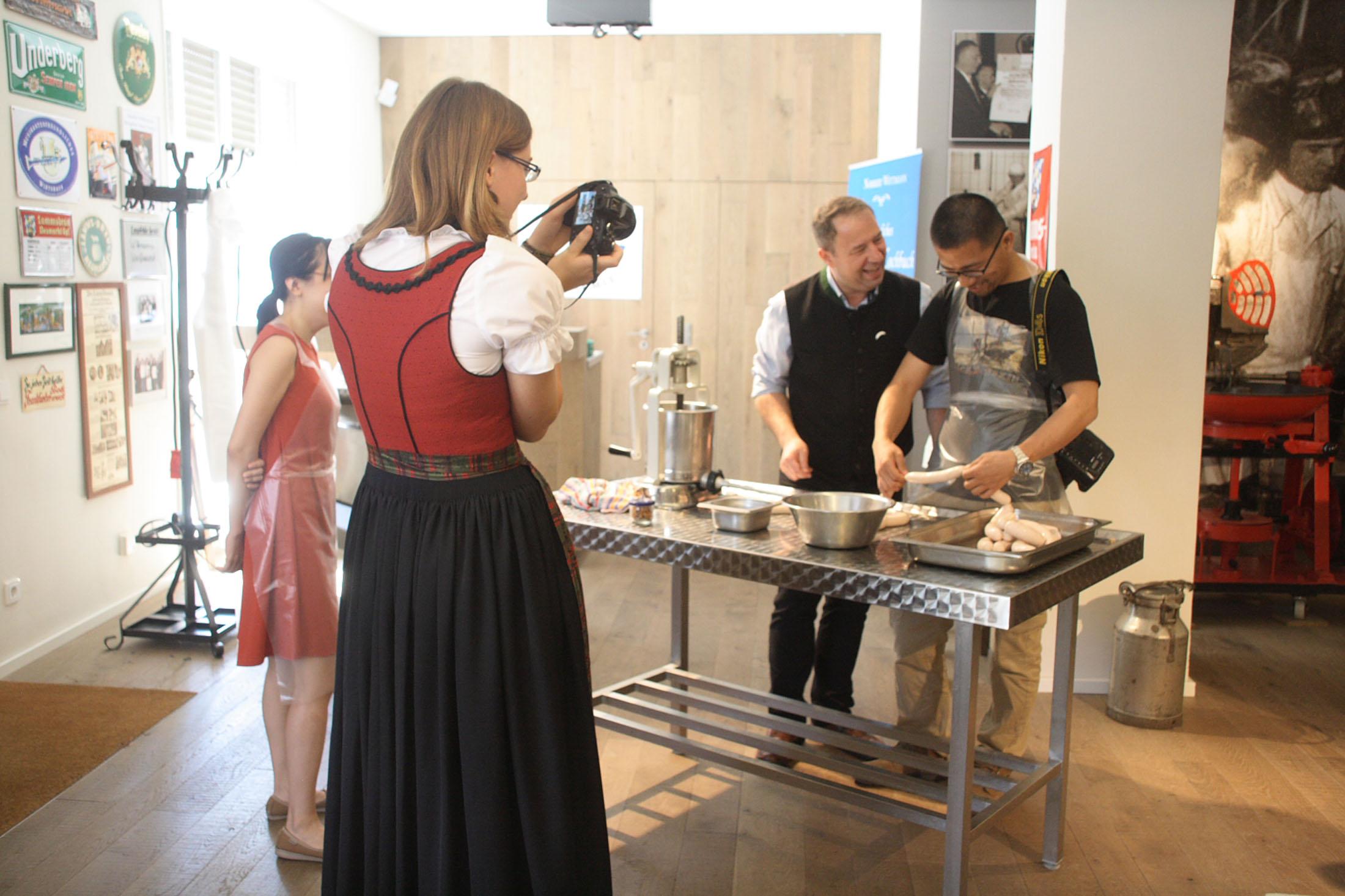 Make your own Weißwurst at the Weißwurstakademie in Neumarkt – © Tourismusverband Ostbayern e.V.