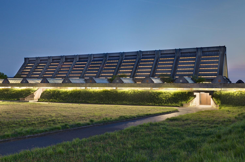 Beleuchtete Glaskathedrale von Walter Gropius