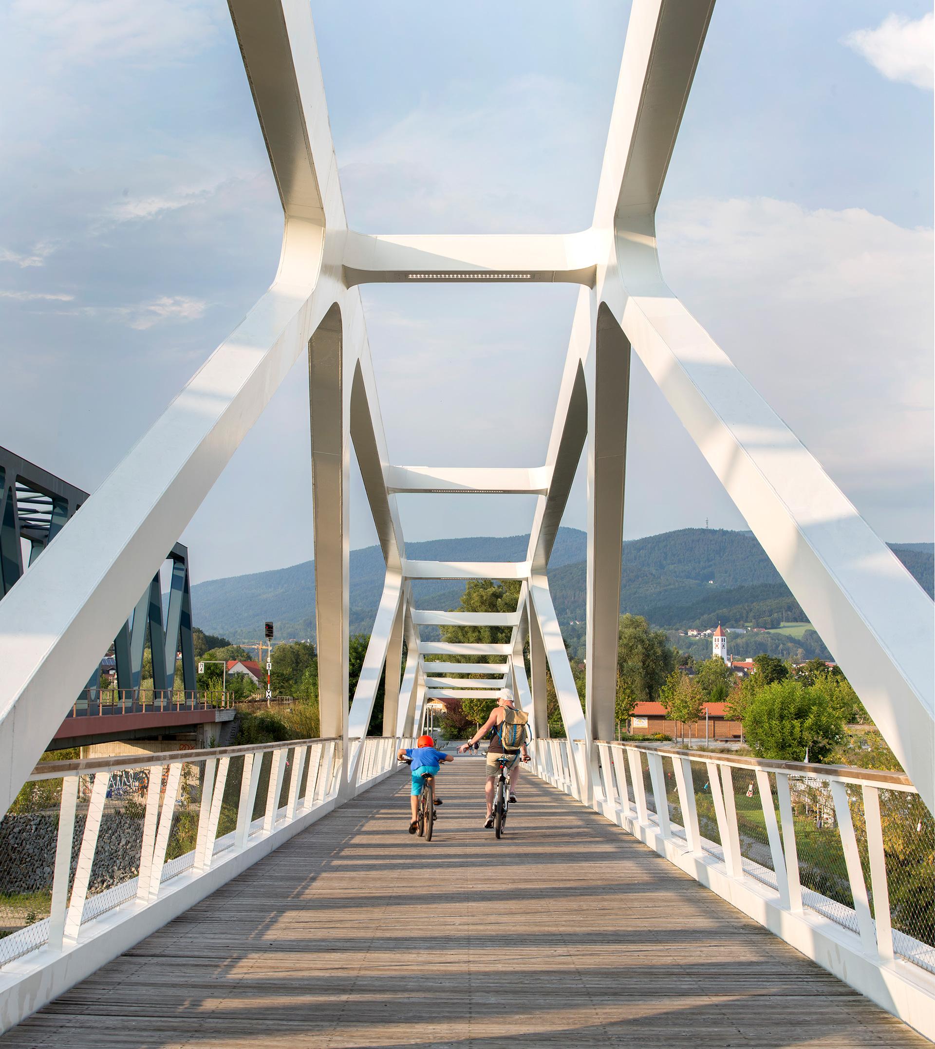 Radbrücke über die Donau