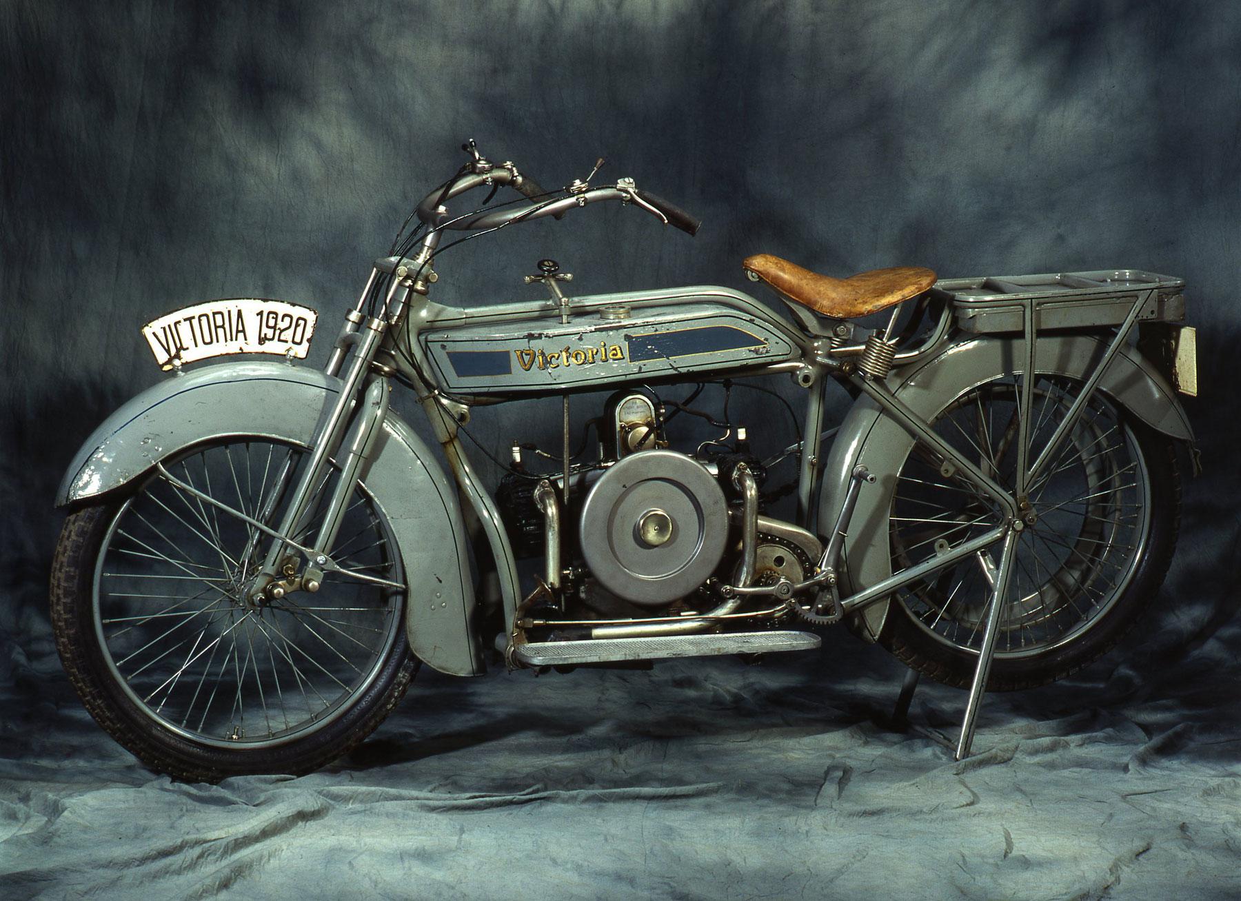 """Auch das Motorrad Victoria """"KR1"""" von 1920 ist in der Ausstellung """"Tempo, Tempo – Bayern in den 1920ern"""" zu sehen"""