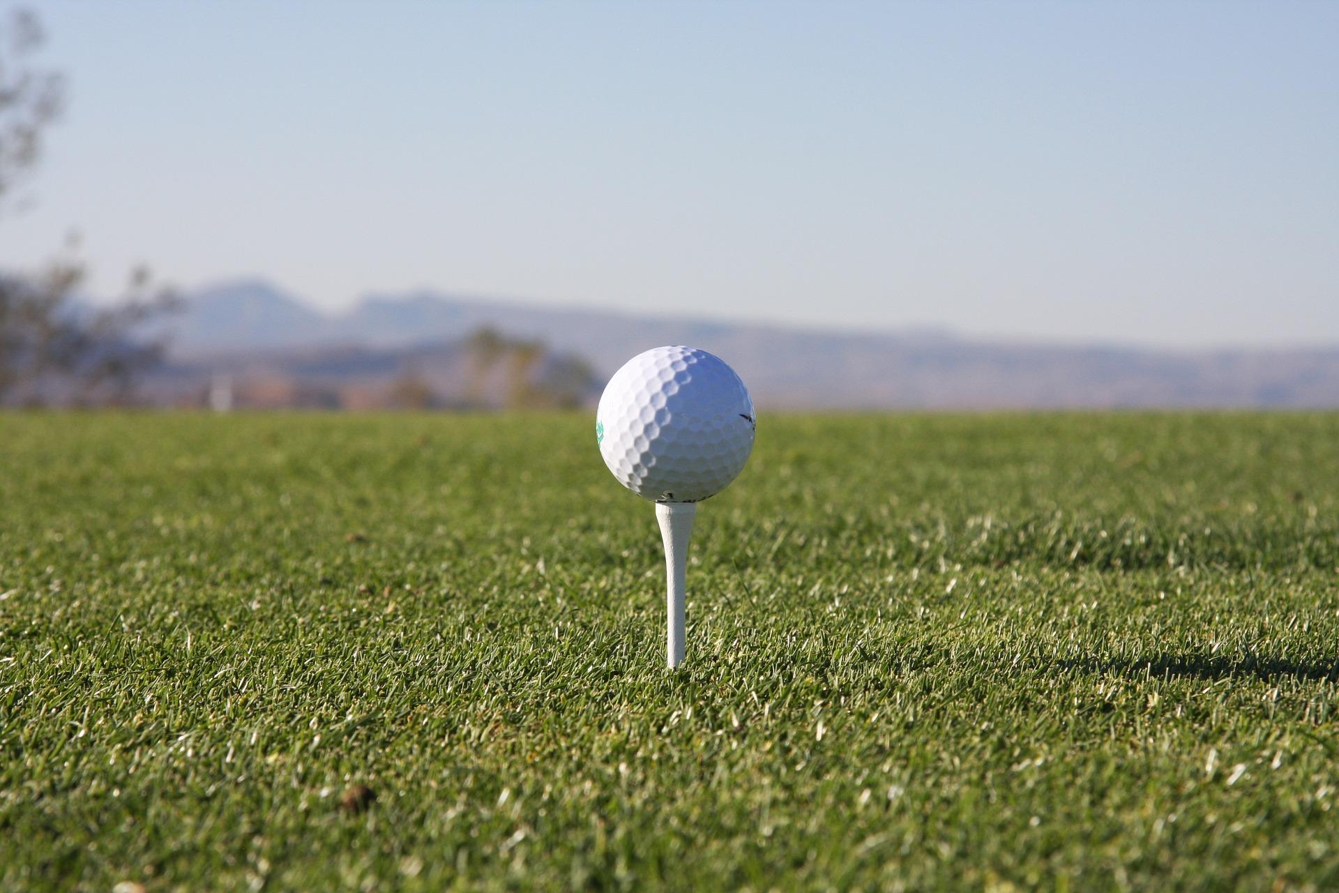 Der höchstgelegenste Golfplatz Südbayerns lädt in Deggendorf zum Golferlebnis vor malerischer Kulisse ein