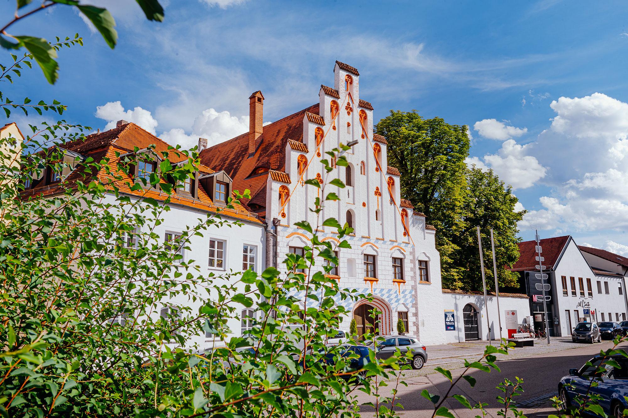 Die Herzogsburg - ein ehemaliges Amts- und Wohnhaus - zählt heute zu den schönsten Baudenkmälern jener Zeit in Niederbayern.