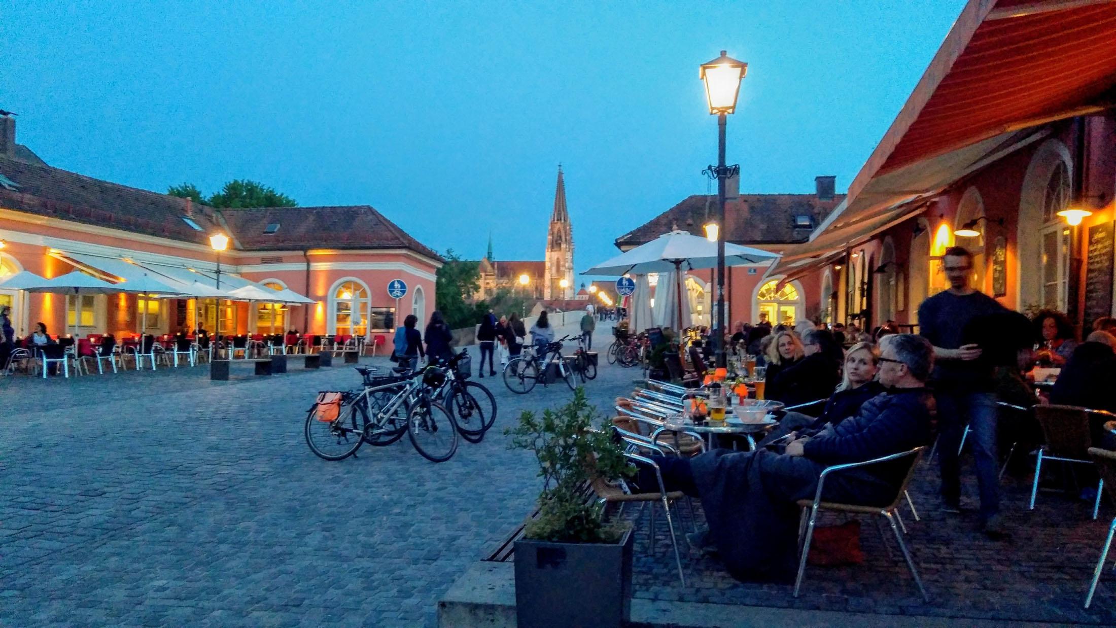 Peaceful idyll in Stadtamhof / Blick auf den Dom von Regensburg mit Stadtamhof. – © Tourismusverband Ostbayern e.V., Stephan Moder